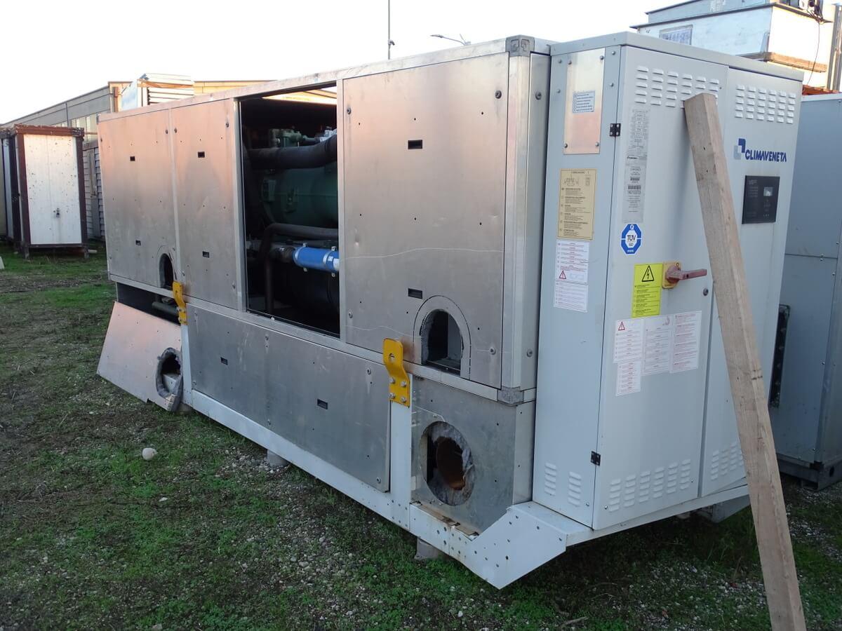 Impianto refrigeratore e riscaldamento usato per grandi strutture